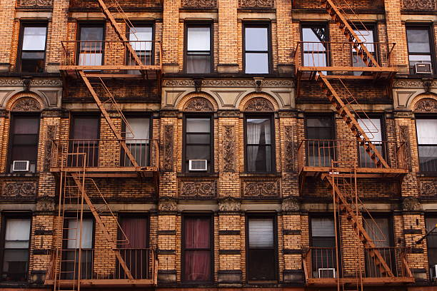 photo of tenement in manhattan, new york - lower east side manhattan stock pictures, royalty-free photos & images