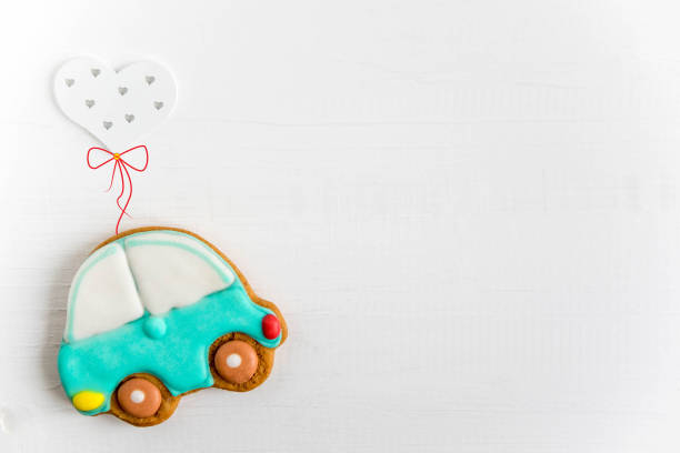 foto des autos fliegende luftballons. grußkarte für kinder, neugeborene. kinderbanner. form für text. - sterntaufe stock-fotos und bilder