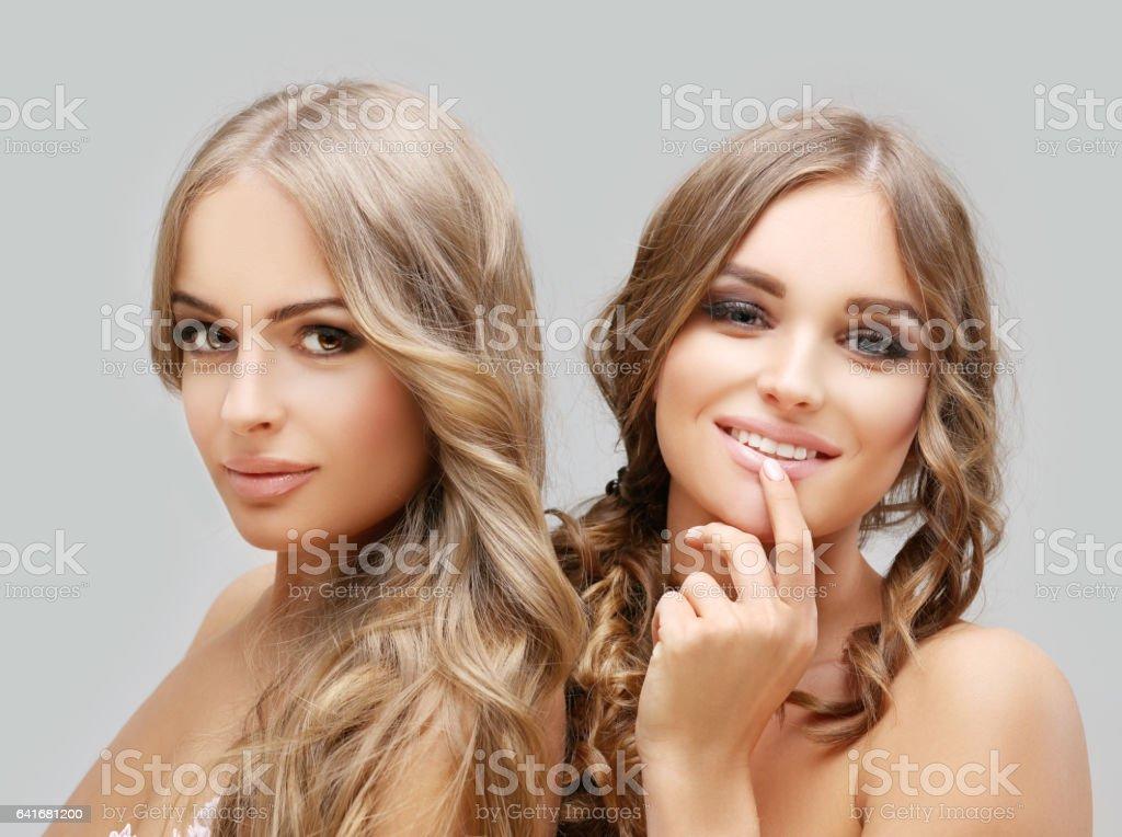 İki güzel kızın o fotoğrafı stok fotoğrafı