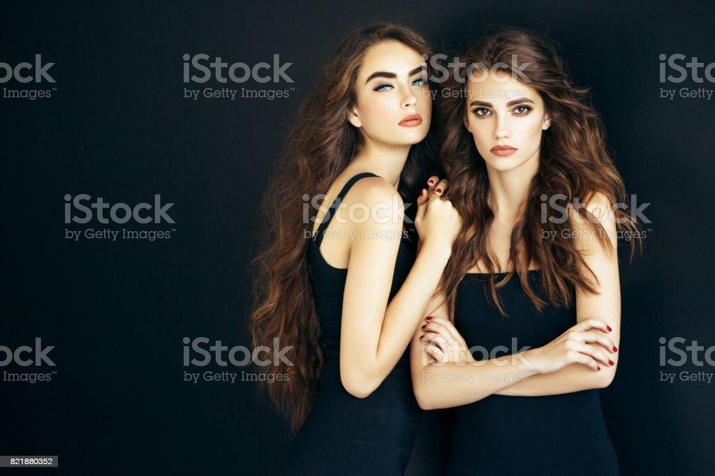 İki güzel kız fotoğraf stok fotoğrafı