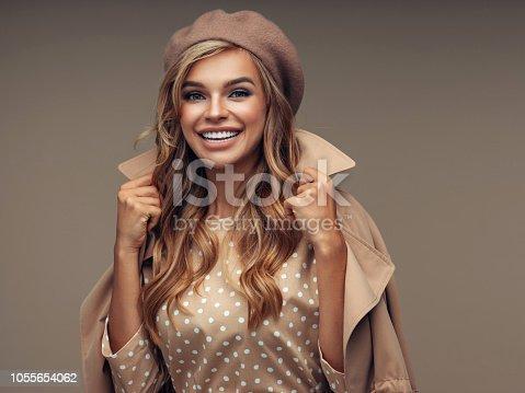 Photo of young beautiful happy smiling woman wearing stylish