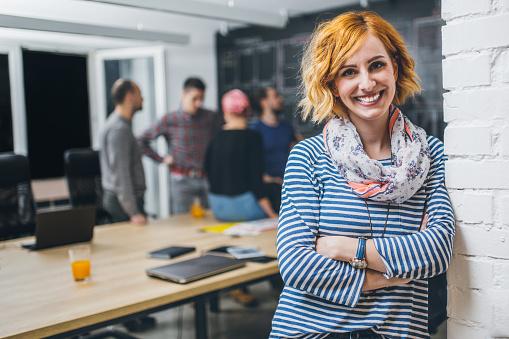 Photo Of Young Business Woman In A Conference Room Stockfoto und mehr Bilder von Anwerbung