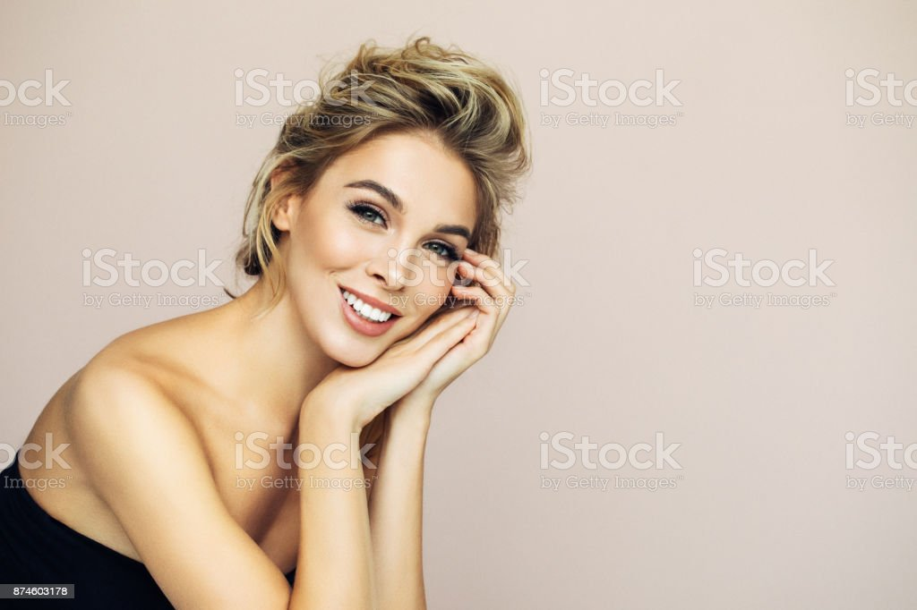Photo shot of young beautiful woman - foto stock