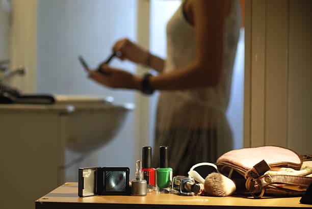 make-up - anzieh nacht stock-fotos und bilder