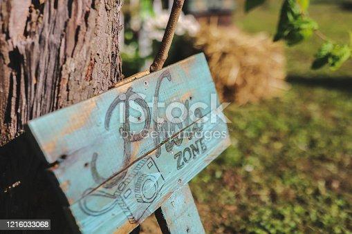Photo zone - sign on tree
