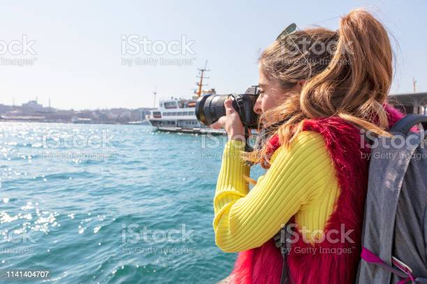 Photographer always catch the moment picture id1141404707?b=1&k=6&m=1141404707&s=612x612&h=dbfzj39gt8cjbtd7gjy0ya5xo0u0ds5zpky18ug080e=