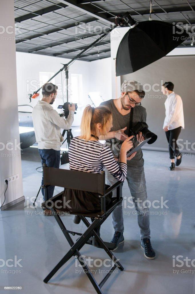 Photographer discussing with art coordinator zbiór zdjęć royalty-free