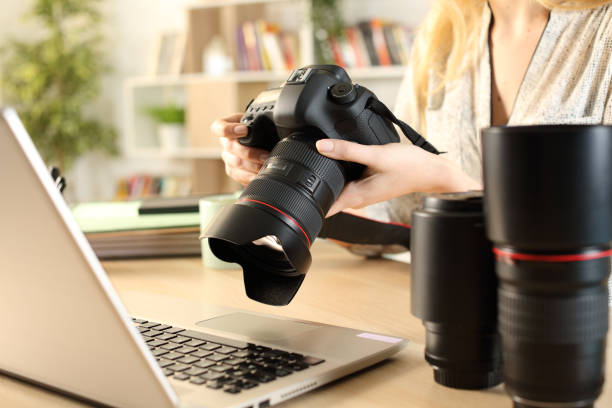Photographer hands with laptop checking camera picture id1220107994?b=1&k=6&m=1220107994&s=612x612&w=0&h=icn hgmrtsdq1bbypxniidohcbri6ygmihbrmk qsue=