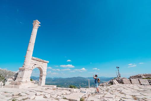 Camera, Hellenistic ,Greek Culture, Roman, antonin fountain