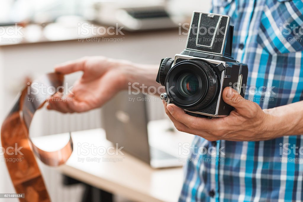 Photographer standing with retro camera and film foto stock royalty-free