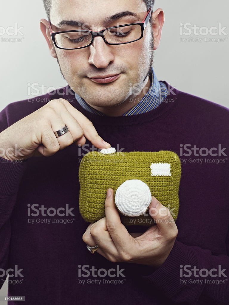 Fotógrafo con una cámara de juguete - foto de stock