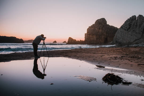 Photographer with tripod at sunset picture id1045021568?b=1&k=6&m=1045021568&s=612x612&w=0&h=avke iwgzvvxoopdklskbtn7fzrkudrdp8eaxghzb1g=