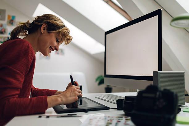 Photographer working in her office picture id544471094?b=1&k=6&m=544471094&s=612x612&w=0&h=29yjznl3z6kfiljzitn7uzbshnfzzkkjjdvlqnuj08g=