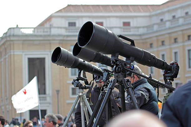 fotografowie z długie teleobiektyw oczekiwanie na papież francis i - pope francis zdjęcia i obrazy z banku zdjęć