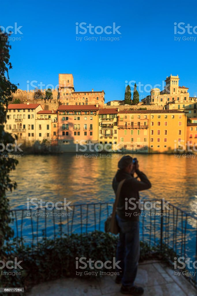 Photographing the old town of Bassano del Grappa along the river Brenta. Province of Vicenza, Italy - foto stock