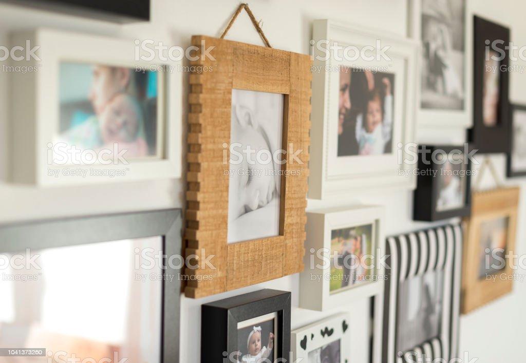 在各種相框中的家庭照片 - 免版稅一個物體圖庫照片