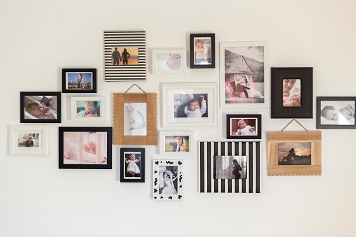 在各種相框中的家庭照片 照片檔及更多 一個物體 照片
