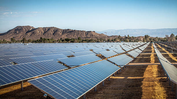Photovoltaic Solar Array In Rosamond, California Industrial scale photovoltaic solar field installation in Rosamond, Kern County, California. mojave desert stock pictures, royalty-free photos & images