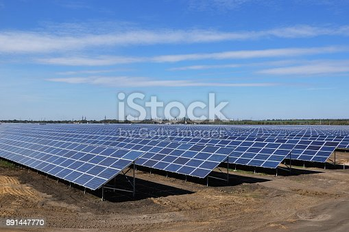 istock Photovoltaic solar panels in a power plant. Solar power station. Clean technology 891447770
