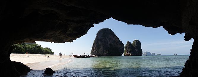 Phra Nang Beach Mit Felsigen Gipfeln Im Meer Bei Railay Thailand Stockfoto und mehr Bilder von Abenteuer