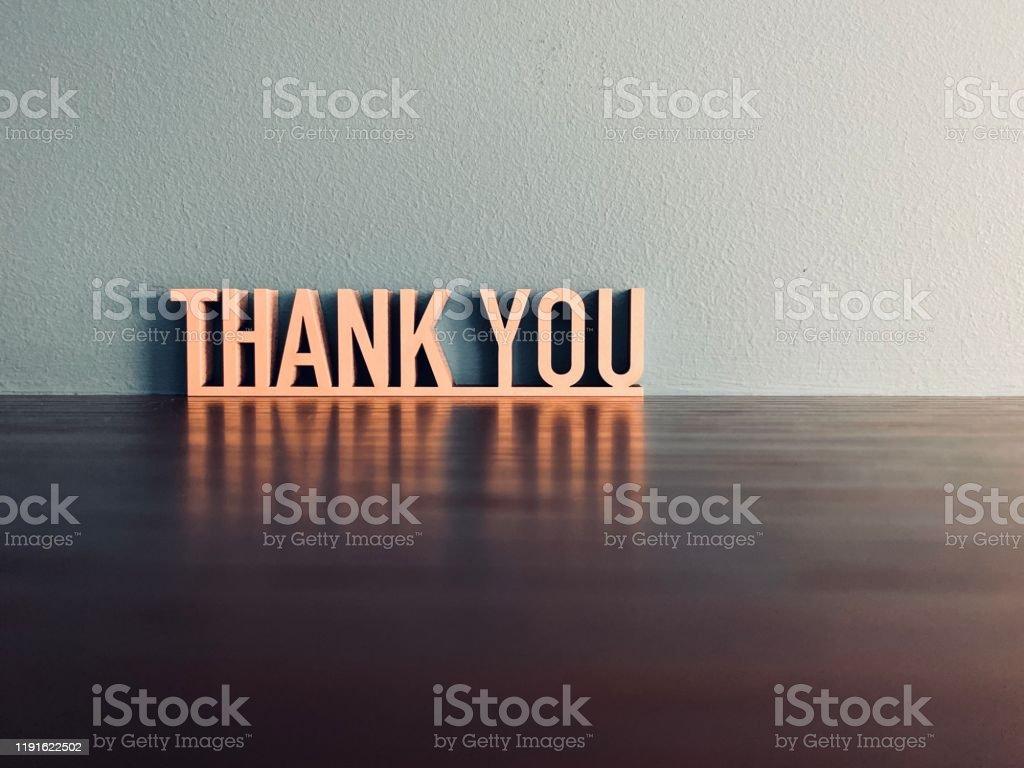 Mavi arka plan üzerinde THANK YOU ifade - Royalty-free 2019 Stok görsel