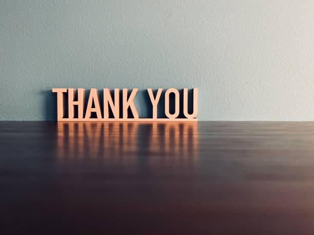 mavi arka plan üzerinde thank you ifade - thank you stok fotoğraflar ve resimler