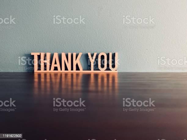 Mavi Arka Plan Üzerinde Thank You Ifade Stok Fotoğraflar & 2019'nin Daha Fazla Resimleri