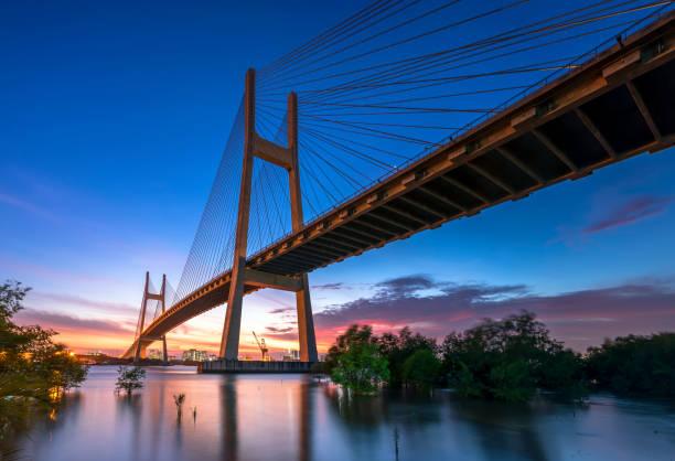 Phu Meine Brücke bei buntem Sonnenuntergang in Ho-Chi-Minh-Stadt, Vietnam – Foto