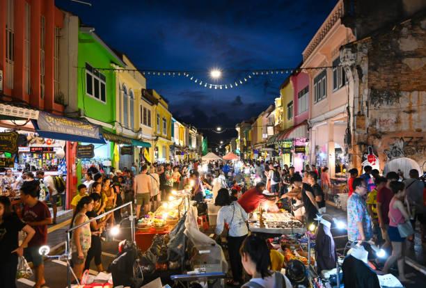 phuket weekend market, thailand - oude stad stockfoto's en -beelden