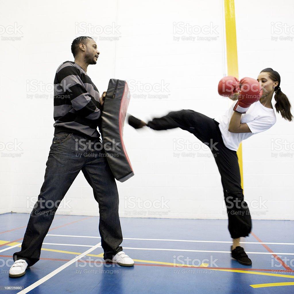 Adolescente alunos: kick boxe - foto de acervo