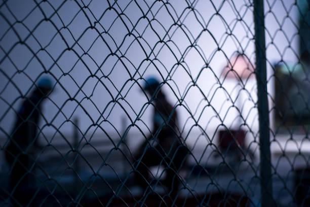 東京・銀座の建設現場での現物従事者 - 背景に人 ストックフォトと画像