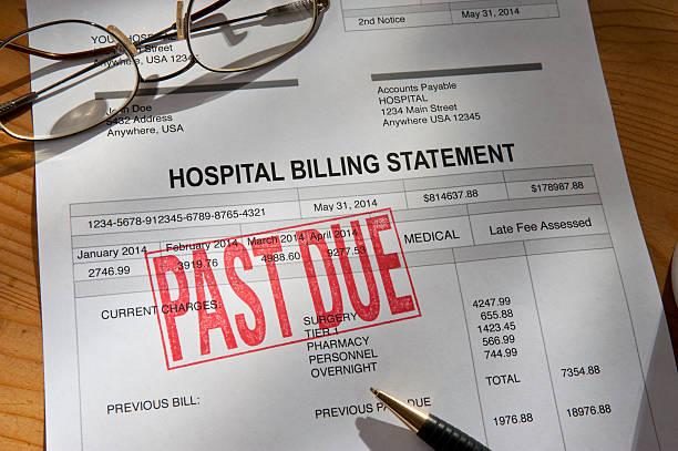 physician medical hospital past due bill - snavel stockfoto's en -beelden