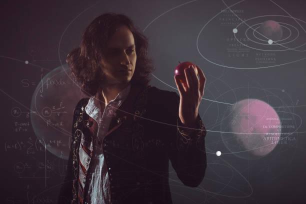 Física la ciencia de la naturaleza, el concepto de estudiar las leyes de la naturaleza. Un joven a imagen de Isaac Newton. - foto de stock