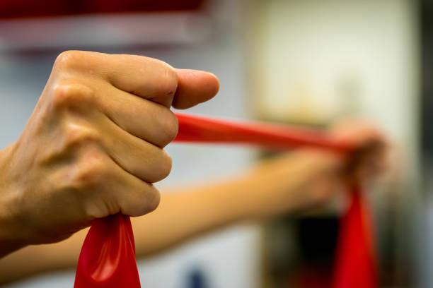 fysiotherapie oefening - foto's van hands stockfoto's en -beelden