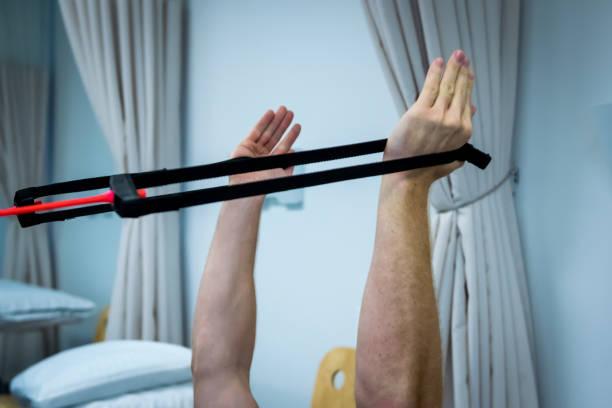 fysiotherapie, behandeling - foto's van hands stockfoto's en -beelden