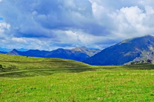 piani di bobbio. awesome mountain background - bobbio foto e immagini stock