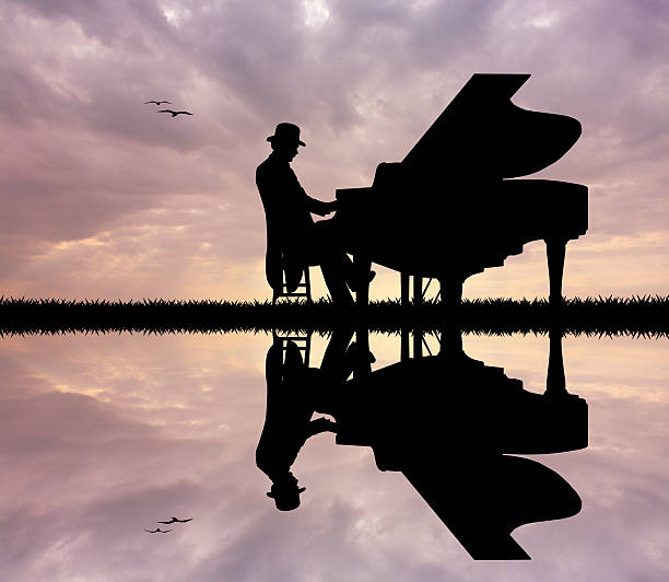 Pianista no pôr-do-sol - foto de acervo