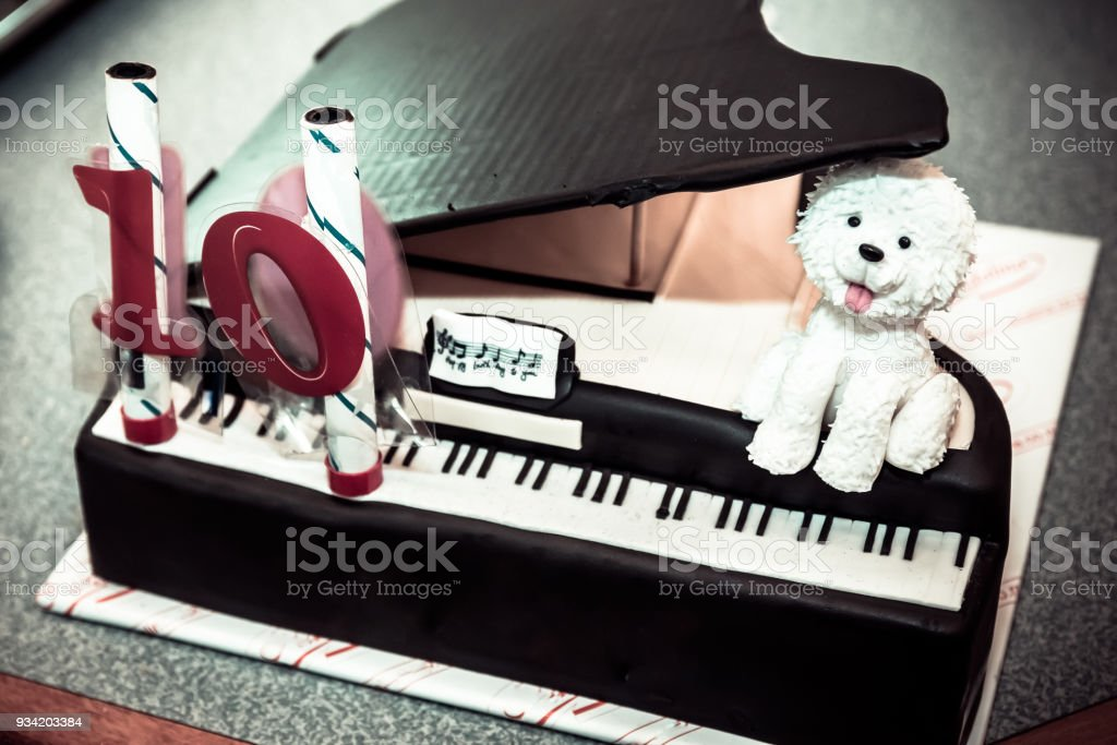 Piano Birthday Cake Stock Photo More Pictures Of Affectionate Istock