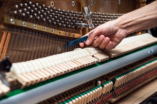 The inside of the piano and make chord.