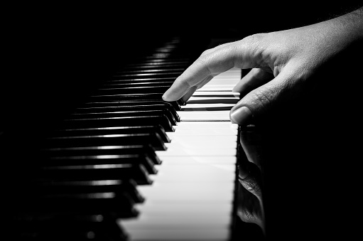 piano horizontal black and white hand