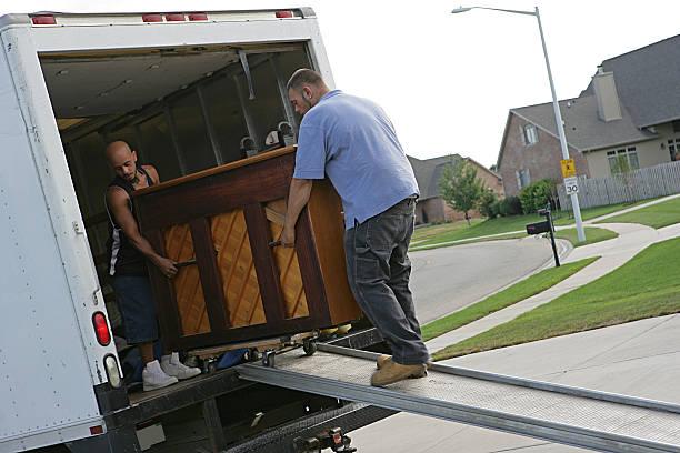 piano in bewegung - umzug transport stock-fotos und bilder