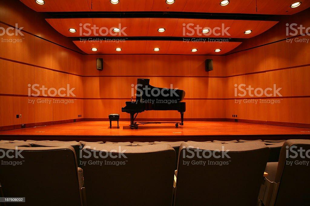 Pianoforte sul palco fotografie stock e altre immagini di