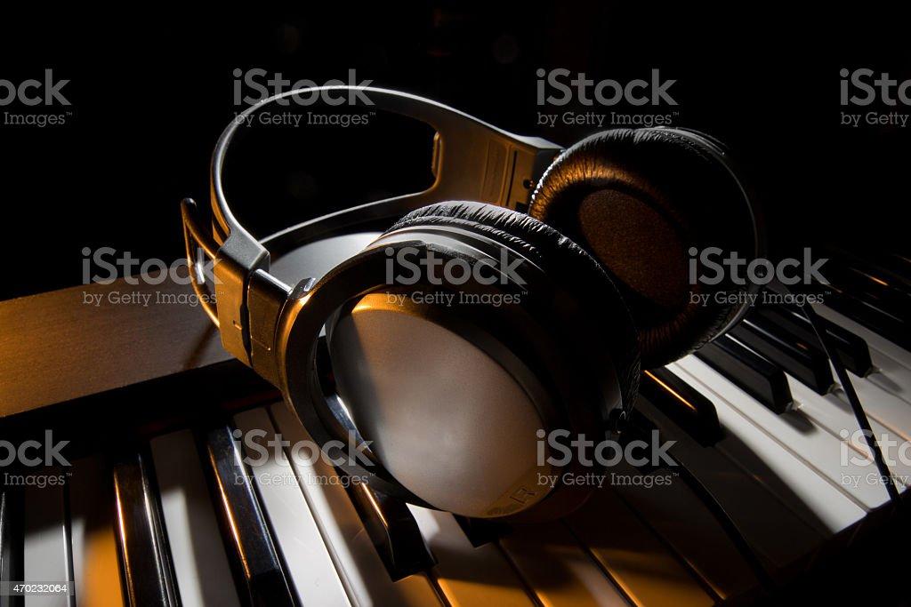 Klavier mit Kopfhörer – Foto