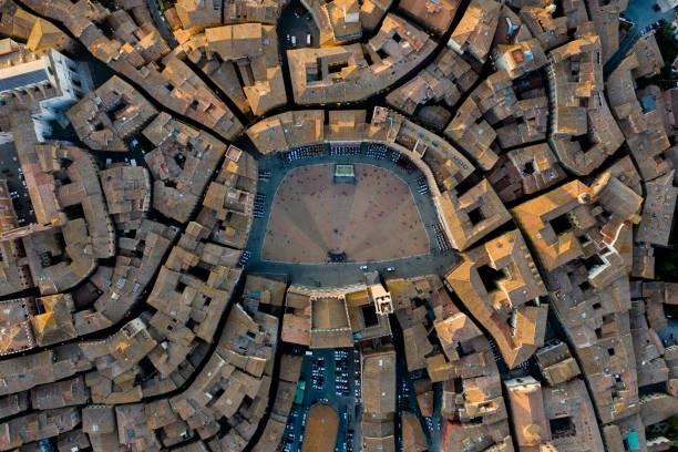 piazza del campo i siena - birds eye view - stadstorg bildbanksfoton och bilder