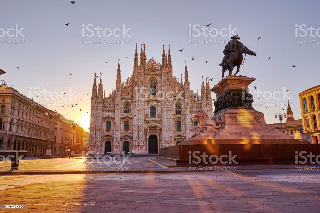 Piazza del Duomo une cathédrale, Milan au lever du soleil - Photo