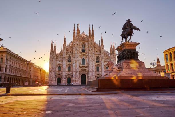 piazza del duomo an cathedral, milan at sunrise - milano foto e immagini stock