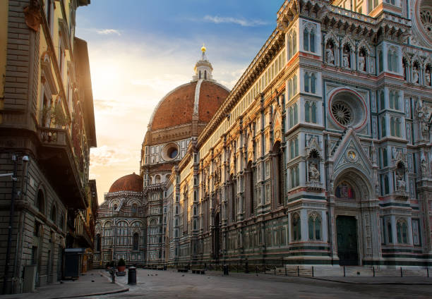 Piazza del Duomo Piazza del Duomo and cathedral of Santa Maria del Fiore in Florence, Italy bell tower tower stock pictures, royalty-free photos & images