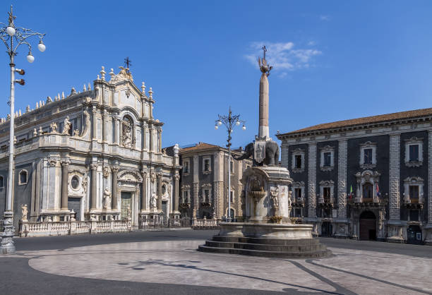 Piazza del Duomo (Cathedral Square) with the Cathedral of Santa Agatha and the Elephant Sculpture Fountain - Catania, Sicily, Italy Piazza del Duomo (Cathedral Square) with the Cathedral of Santa Agatha and the Elephant Sculpture Fountain - Catania, Sicily, Italy catania stock pictures, royalty-free photos & images