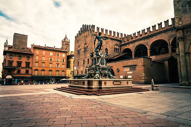 piazza del nettuno w bolonia, włochy gród - bolonia zdjęcia i obrazy z banku zdjęć