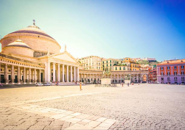 piazza del plebiscito, neapel - neapel stock-fotos und bilder